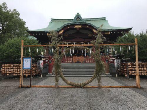 亀戸天神社のお社前で雨が止んだ日