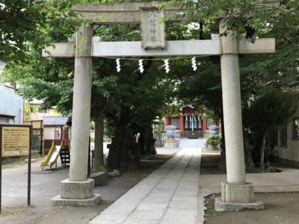 観世能楽堂をかこむ銀座の神社