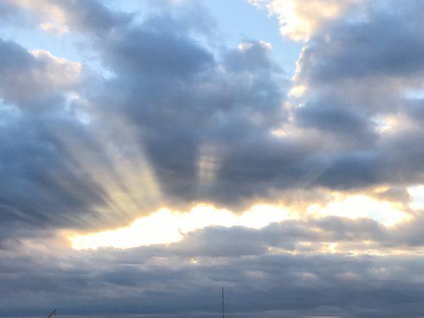 左目から太陽が生まれる